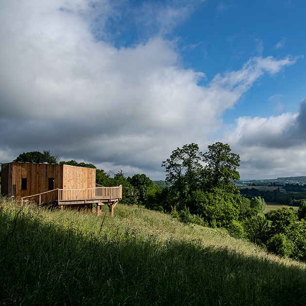 Maison perchée dans le Perche © Clair Pickworth