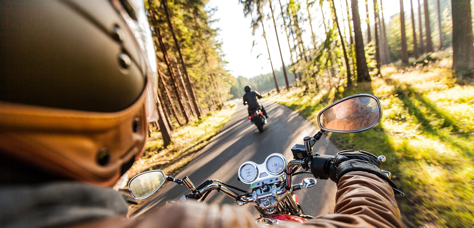 L'Orne à moto © Lukas Gojda